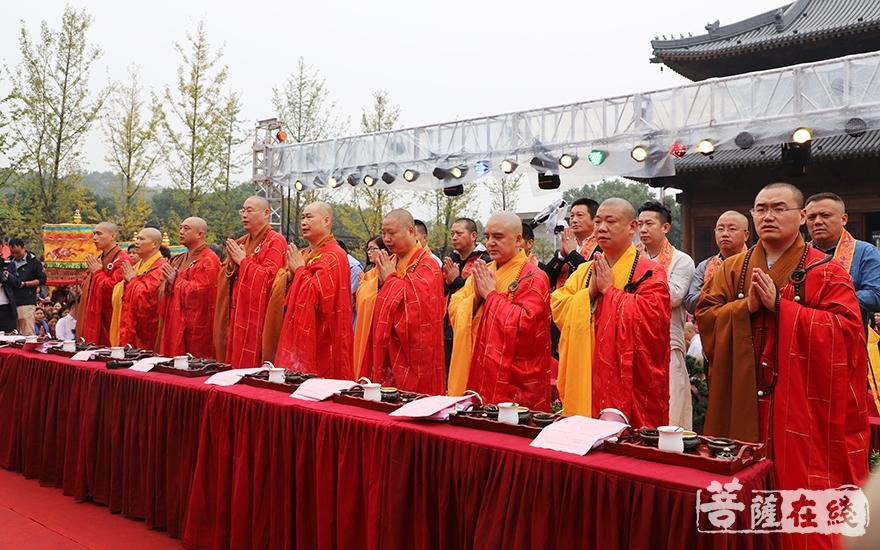 九位主法法师(图片来源:菩萨在线 摄影:妙静)