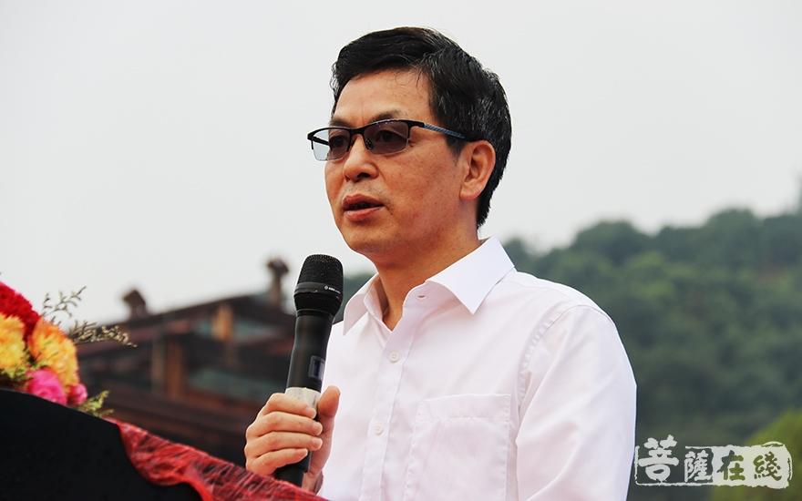 台州市委统战部副部长陈仁伟针对寺院未来发展,提出了三点希望(图片来源:菩萨在线 摄影:妙言)