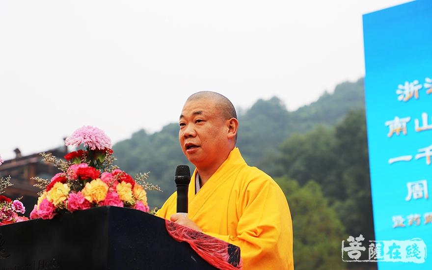 了文法师希望善法寺把自身建设好,更多地发挥佛教界的优良传统(图片来源:菩萨在线 摄影:妙言)
