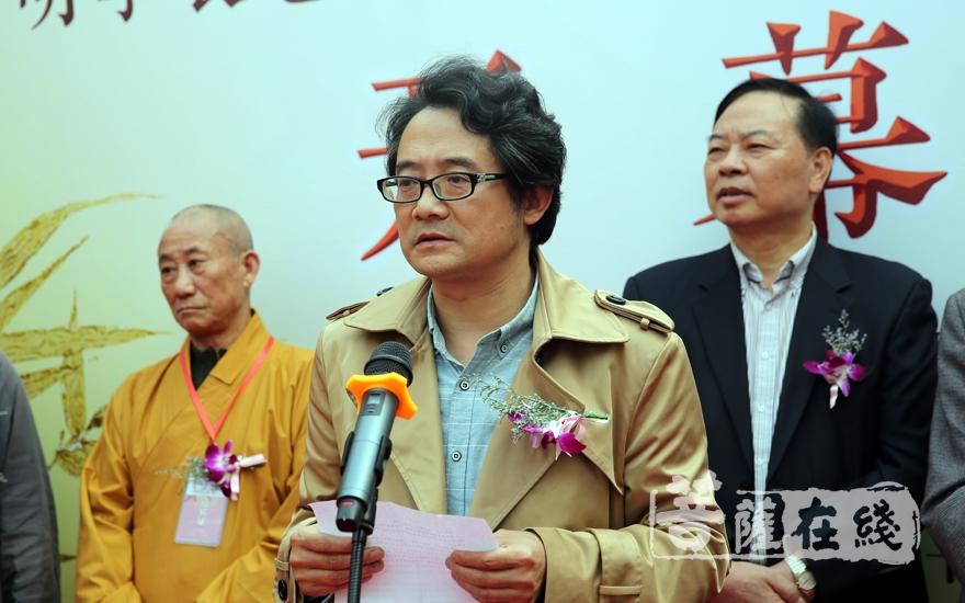 湖州市書法家協會主席范斌表示:佛法因書畫而廣弘,書畫因佛法而意深(圖片來源:菩薩在線 攝影:妙言)