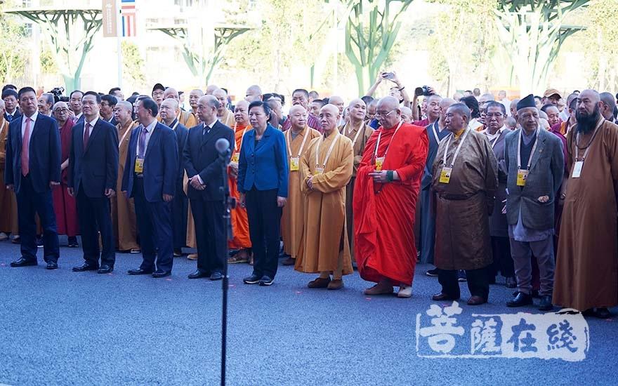 出席第五屆世界佛教論壇圖片藝術展揭幕儀式的領導嘉賓(圖片來源:菩薩在線 攝影:妙雨)