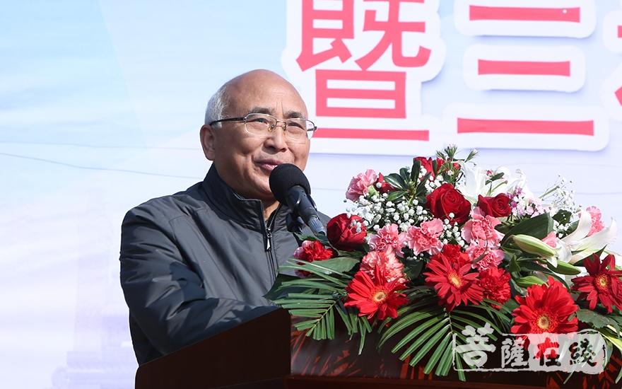 安庆市人大副主任童学军对此次活动的成功举办表示祝贺(图片来源:菩萨在线 摄影:妙静)