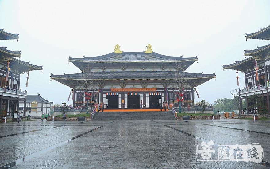 大雄宝殿(图片来源:菩萨在线 摄影:妙澄)