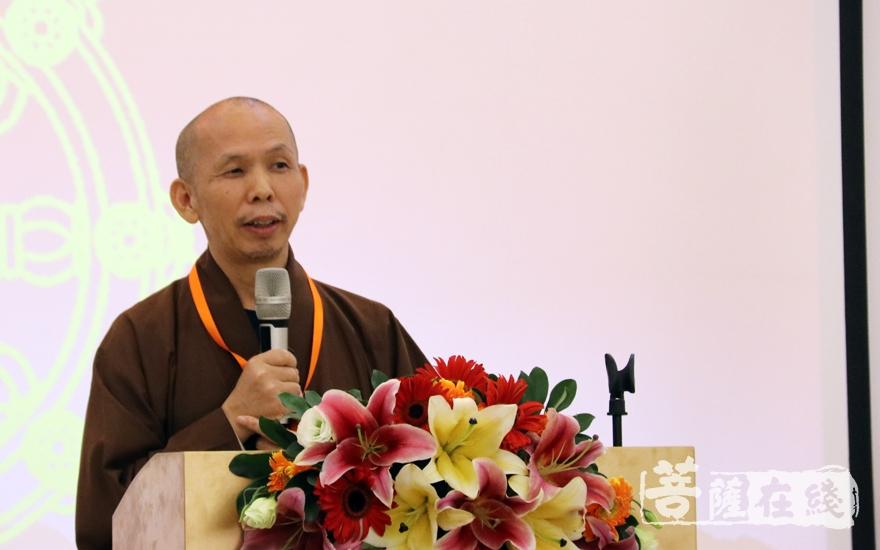 广东省佛教协会常务副秘书长法成法师点评(图片来源:菩萨在线 摄影:妙月)