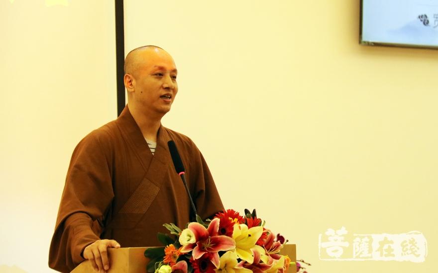 广东省佛教协会副会长达诠法师点评(图片来源:菩萨在线 摄影:妙雨)