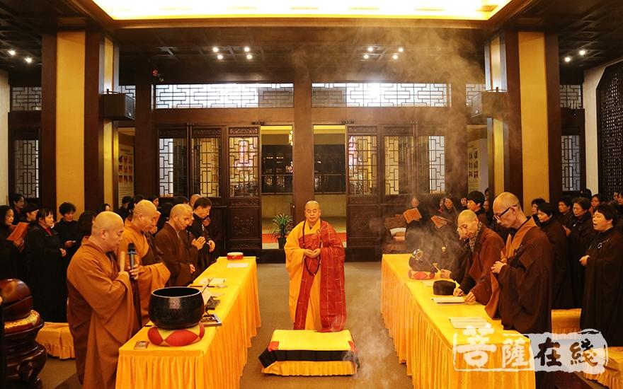 蒙山施食法会(图片来源:菩萨在线 摄影:妙月)