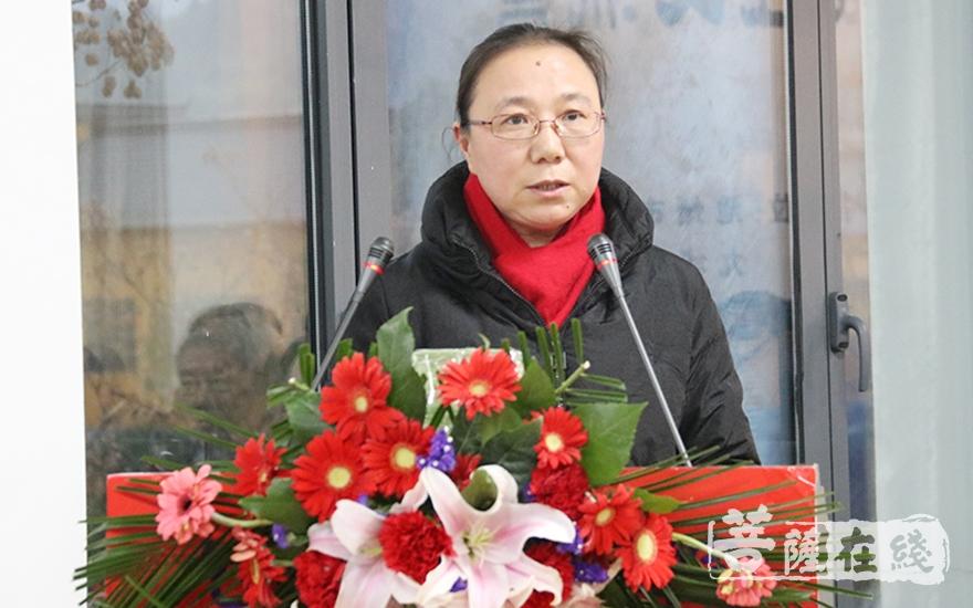 朱莉莉局长希望九华山全山法师继续以社会主义核心观为指导(图片来源:菩萨在线 摄影:妙月)