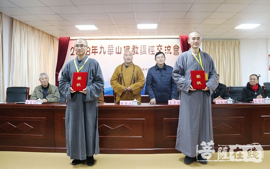 获得一等奖的法师(图片来源:菩萨在线 摄影:妙月)