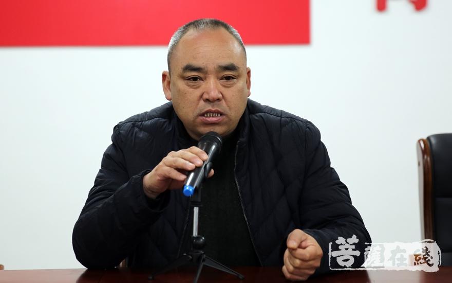 吴兴区妙西镇妙山村党支部书记刘长林对各位专家学者的到来表示欢迎(图片来源:菩萨在线 摄影:妙雨)