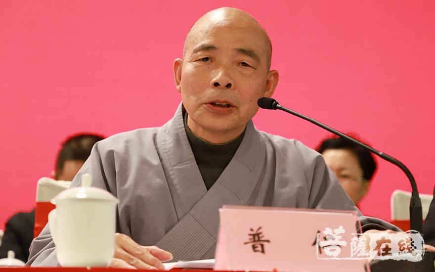 普仁法师代表苏州市佛教协会致贺词(图片来源:菩萨在线 摄影:妙澄)