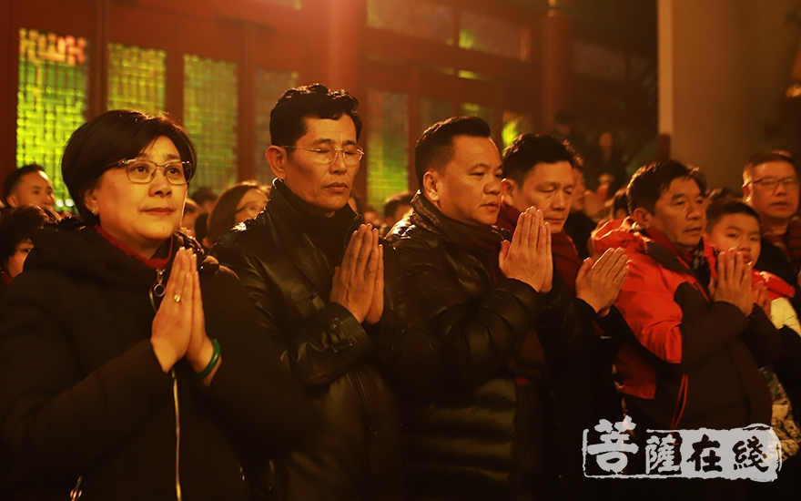 祈愿祖国繁荣昌盛、社会和谐(图片来源:菩萨在线 摄影:妙言)
