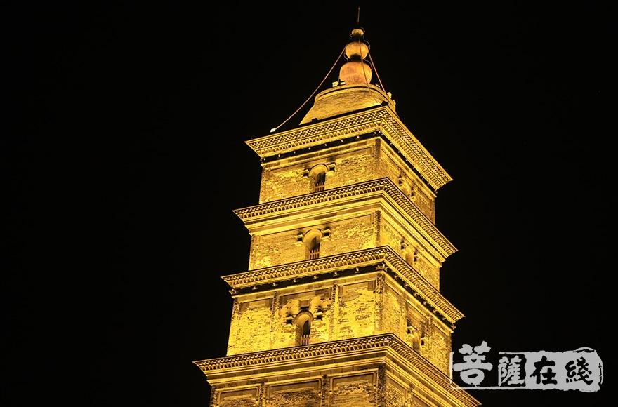 镇国寺塔始建于唐代,现为国家级文物保护单位(图片来源:菩萨在线 摄影:妙澄)