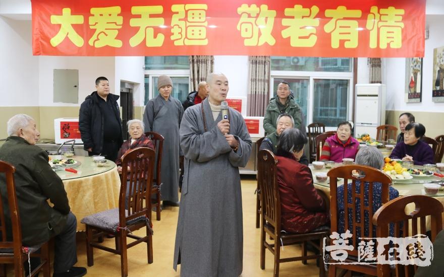 祝福老人健康长寿(图片来源:菩萨在线 摄影:妙月)