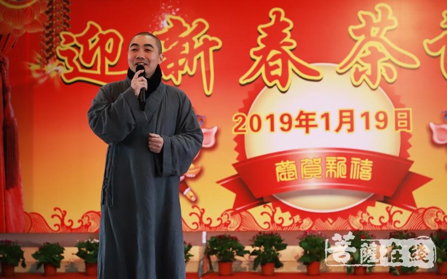妙慈法师演唱《前生今世》(图片来源:菩萨在线 摄影:妙言)