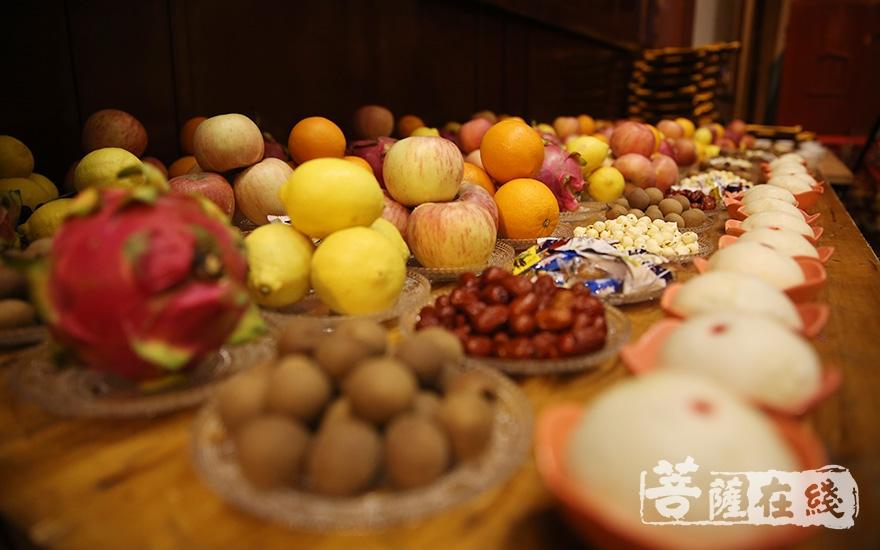 供养十方诸佛菩萨及诸天圣众(图片来源:菩萨在线 摄影:慧空)