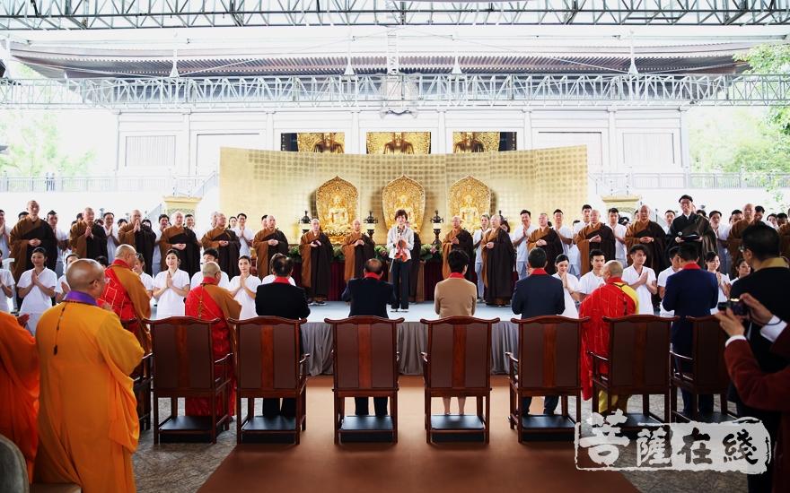 典礼在佛宝歌中圆满(图片来源:菩萨在线 摄影:妙雨)