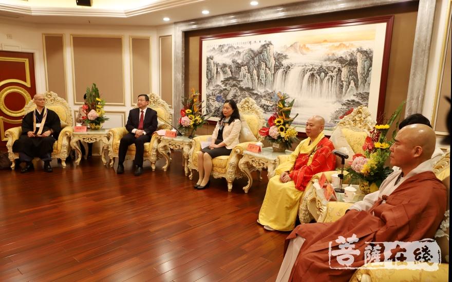 出席会见的领导和三国佛教代表团团长(图片来源:菩萨在线 摄影:妙静)