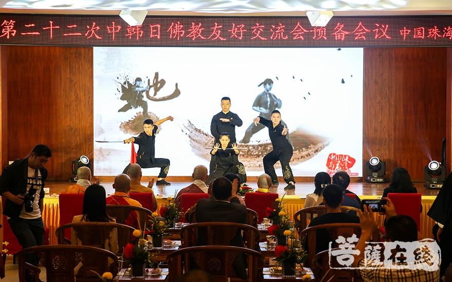 武术表演(图片来源:菩萨在线 摄影:果仁)