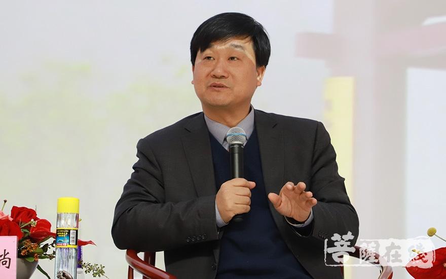 北京大学李四龙教授分享佛教中国化的历史经验(图片来源:菩萨在线 摄影:妙甜)