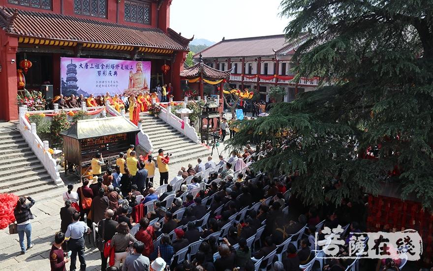 庆典仪式(图片来源:菩萨在线 摄影:妙祺)