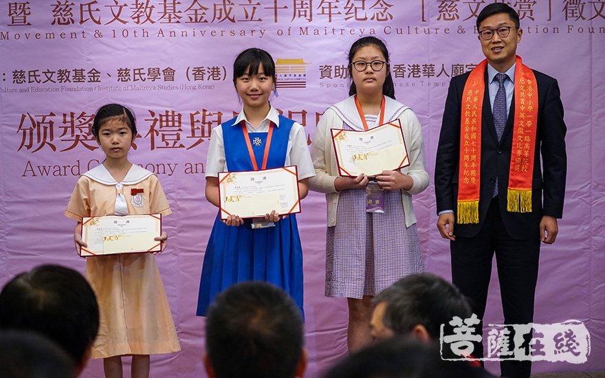 为小学组颁奖(图片来源:菩萨在线 摄影:卢鹏宇)