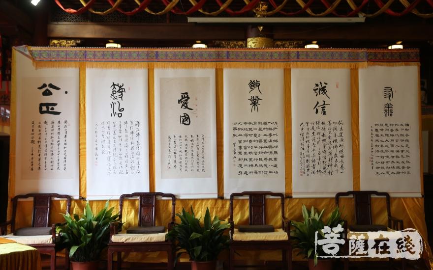 建国七十周年书画展(图片来源:菩萨在线 摄影:贺雪垠)