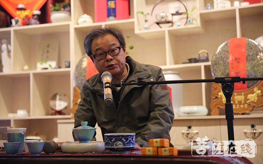 上海师范大学教授、著名美术评论家邵琦作书画艺术讲解(图片来源:菩萨在线 摄影:贺雪垠)