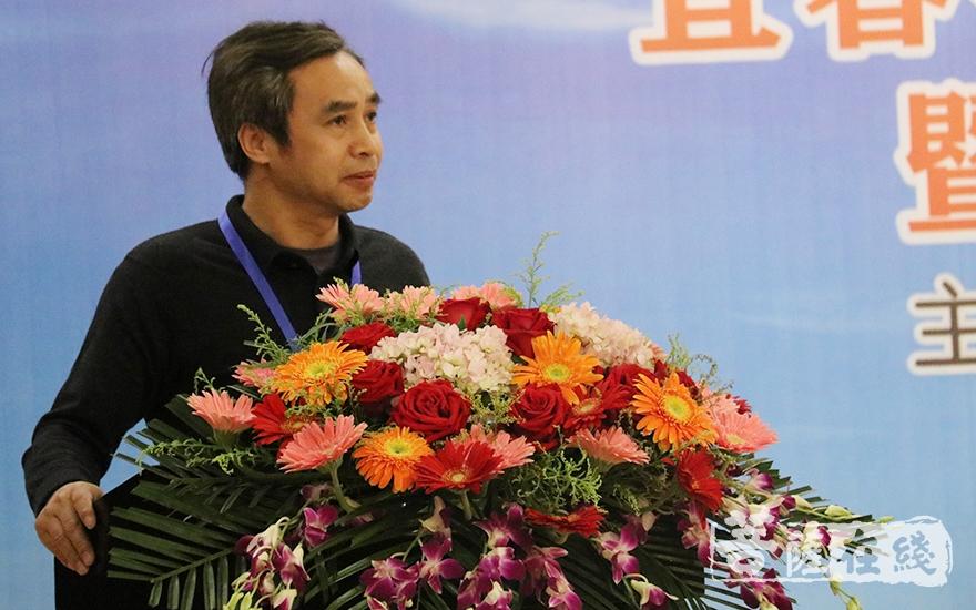 宜春学院教授杨永俊作主题发言(图片来源:菩萨在线 摄影:唐雪凤)