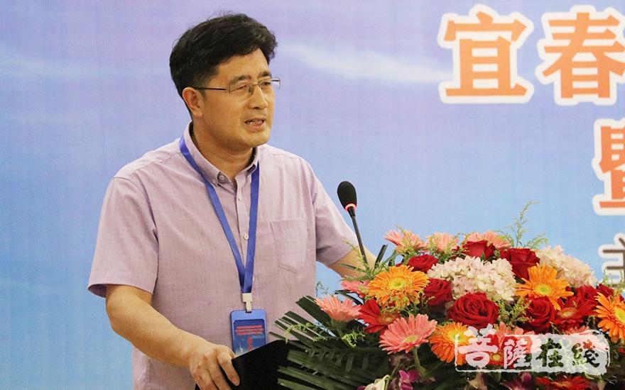 中国人民大学佛教与宗教理论研究所教授、博士生导师张文良作主题发言(图片来源:菩萨在线 摄影:唐雪凤)