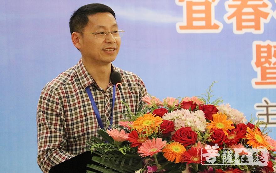 宜春学院教授陈荣庆作主题发言(图片来源:菩萨在线 摄影:唐雪凤)