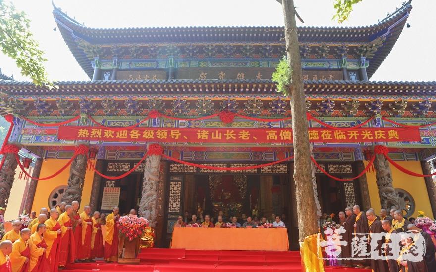 大雄宝殿开光庆典(图片来源:菩萨在线 摄影:张妙)