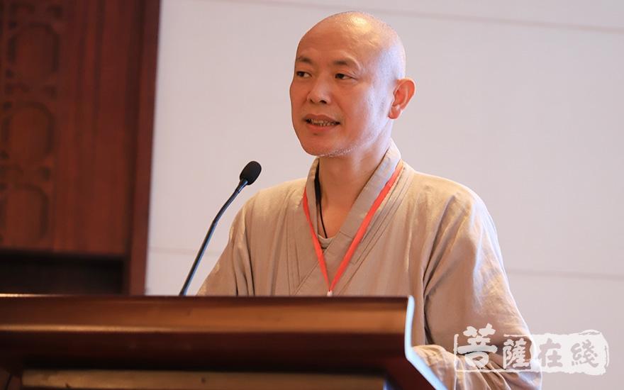 妙安法师代表江西省佛教协会致辞(图片来源:菩萨在线 摄影:张妙)