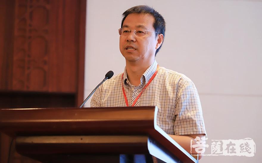 中国人民大学温金玉教授代表学者致辞(图片来源:菩萨在线 摄影:张妙)
