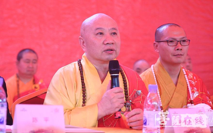 明生大和尚代表廣東省佛教協會對此次活動的如期舉行表示祝賀(圖片來源:菩薩在線 攝影:唐林雪)