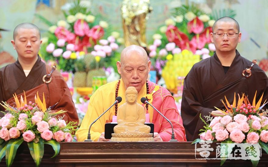 道慈大和尚宣說皈依三寶的意義及功德(圖片來源:菩薩在線 攝影:唐雪鳳)