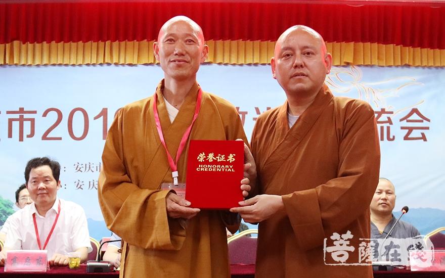 獲得一等獎的法師(圖片來源:菩薩在線 攝影:唐雪鳳)
