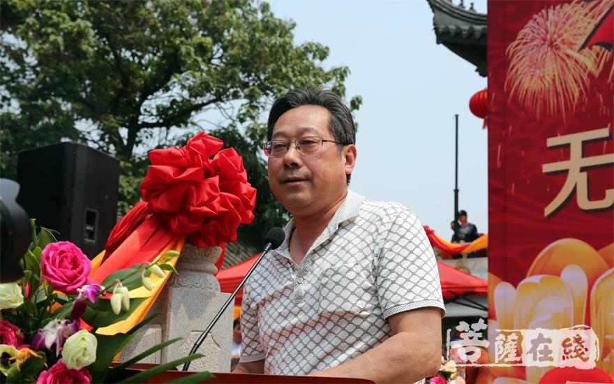 张惠东副局长希望崇福寺建设成清净庄严的模范丛林、和谐寺院(图片来源:菩萨在线 摄影:施琪)