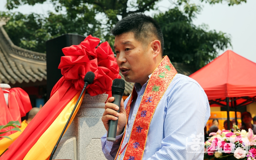崇福寺功德主代表毛福生讲话(图片来源:菩萨在线 摄影:施琪)