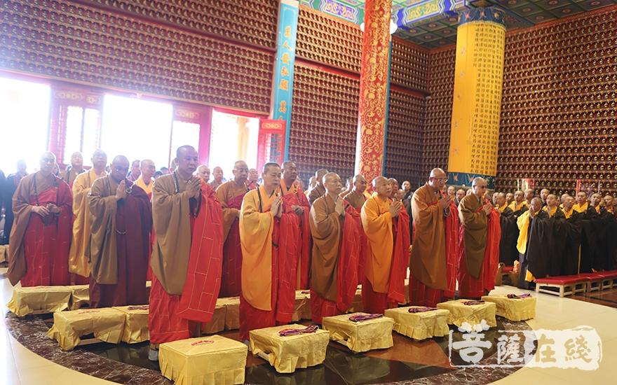 大德法师主法祈福法会(图片来源:菩萨在线 摄影:王颖)