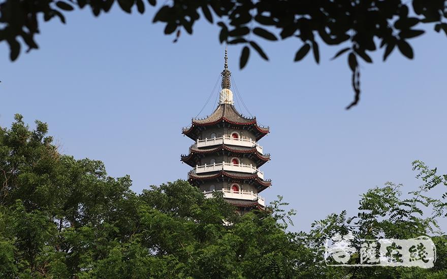 寺院风光(图片来源:菩萨在线 摄影:王颖)
