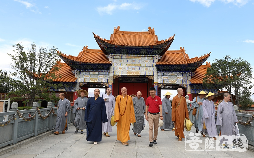 参访大理崇圣寺(图片来源:菩萨在线 摄影:寂戒法师)