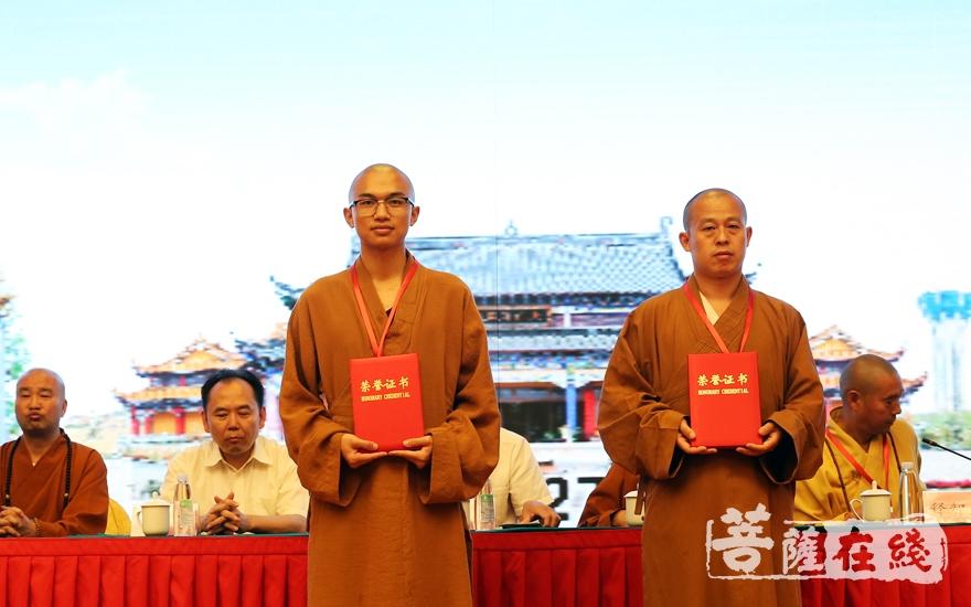 天正法师、演旭法师获得二等奖(图片来源:菩萨在线 摄影:施琪)