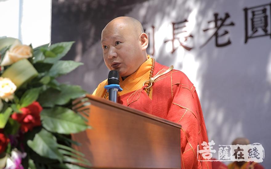 静波大和尚表示成刚长老数十年来坚持以戒为师(图片来源:菩萨在线 摄影:李金洋)