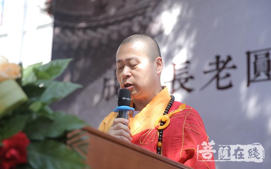 长顺大和尚宣读中国佛教协会信函(图片来源:菩萨在线 摄影:唐林雪)