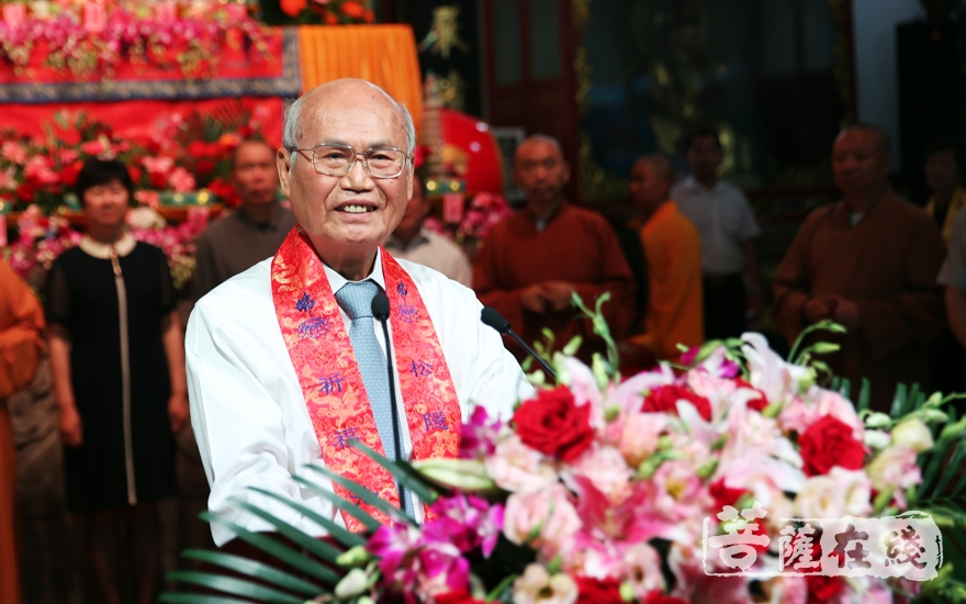 李茂盛表达了对达缘长老的敬意以及对金山区佛教界的感谢(图片来源:菩萨在线 摄影:李蕴雨)