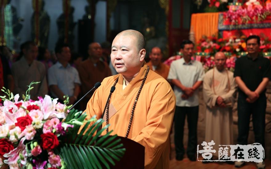 觉醒大和尚表示金山区佛教界应当为金山乃至上海的经济社会发展起到积极作用(图片来源:菩萨在线 摄影:李蕴雨)