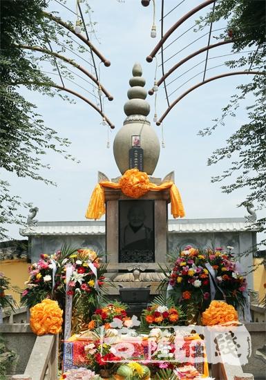 达缘长老灵塔(图片来源:菩萨在线 摄影:李蕴雨)