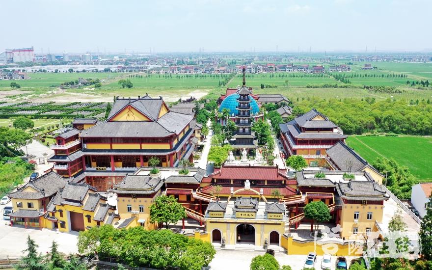 航拍上海松隐禅寺(图片来源:菩萨在线 摄影:卢鹏宇)