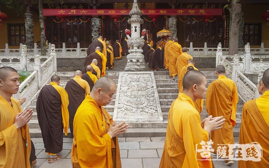 行至大慈摩尼之殿(图片来源:菩萨在线 摄影:李金洋)
