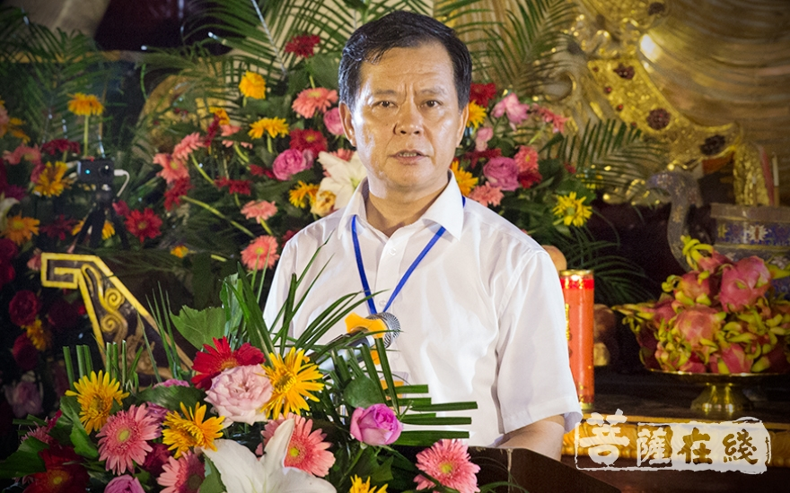 开幕式由河南省佛教协会秘书长马占国主持(图片来源:菩萨在线 摄影:王正强)